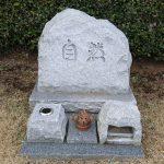 新座市営霊園にて、納骨法要と彫刻の下見をしました。