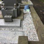 花立・香炉の修繕、砂利入れ、草止め工事等が完了しました。川崎市緑ヶ丘霊園にて