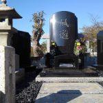 和型のお墓を和洋折衷型のお墓へ建替えしました。インドMU黒御影。都立多磨霊園にて