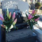 桜の彫刻が印象的な洋型墓石が完成しました。都立多磨霊園にて