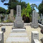 多磨霊園にて、お墓の移設・拝石の交換・外柵の洗浄や草止め等のリフォームをさせていただきました。