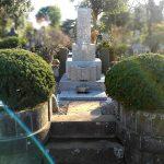 岡山県産万成石のお墓の磨きなおし・彫刻のしなおし等を行いました。都立多摩霊園にて