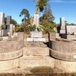 都立多磨霊園にて、樹木伐採・草取り・白河石の外柵の洗浄等をさせていただきました。大きな樹木の伐採で、日当たり・風通しの良いお墓へ