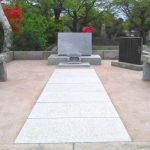 都立多摩霊園にて、文字彫刻変更や草止めなどリフォーム工事。自然な風合いを残し、居心地のよい集いの空間へ