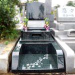 都立多磨霊園に、芸術的なデザインの彫刻を施した、オールM1Hのお墓が完成しました。