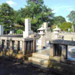 多磨霊園にて、90㎡超のとても広いお墓の樹木撤去や雑草対策等。次の世代のため、管理しやすいお墓へ